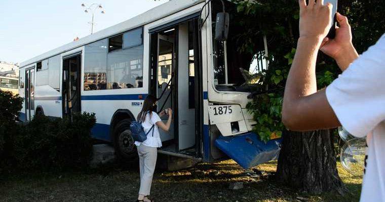 Гортранс Екатеринбург авария автобус автобус врезался в дерево Екатеринбург