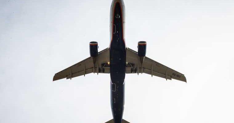 самолет санкт петербург экстренная посадка трещина стекло