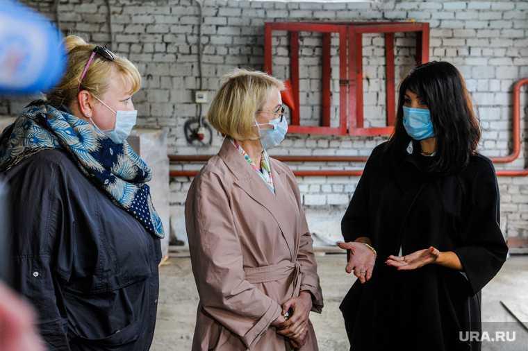Ирина Текслер на передаче гуманитарной помощи для учреждений социальной защиты. Челябинск