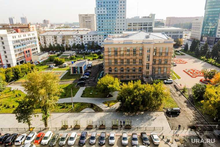 Территория Публичной библиотеки. Челябинск
