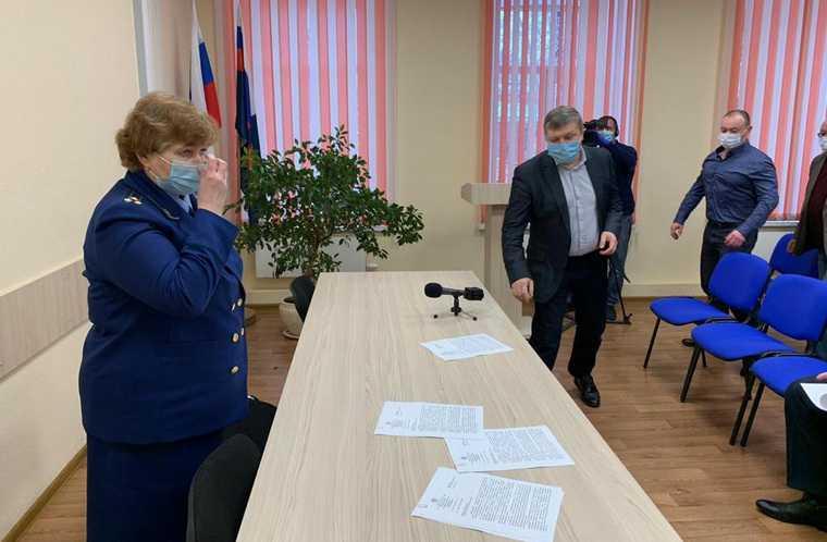 Прокурор Екатеринбурга устроила мэрии выволочку перед снегопадами. Фото