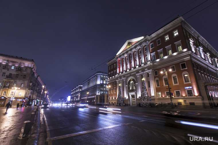 Неизвестные устроили стрельбу из окна автомобиля Maybach в центре Москвы