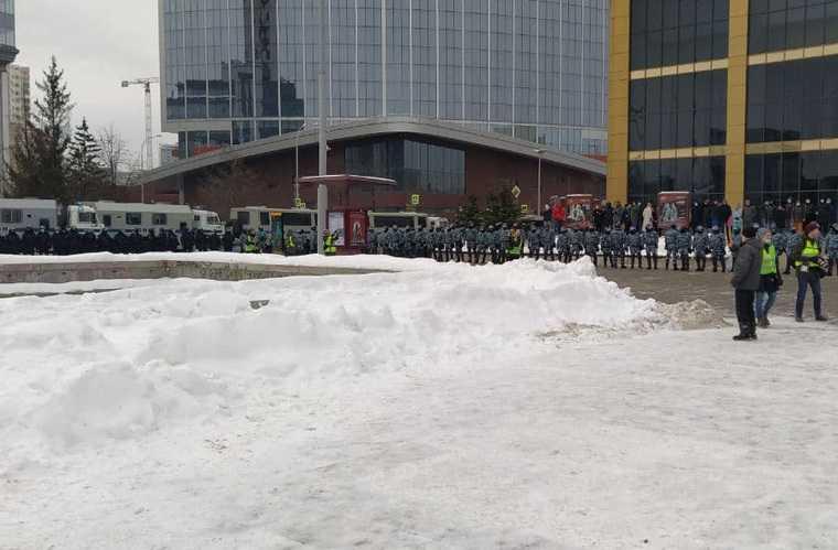 Шествие за Навального в Екатеринбурге переросло в митинг. Фото, видео