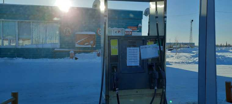 В городах ЯНАО на заправках нет бензина. Фото