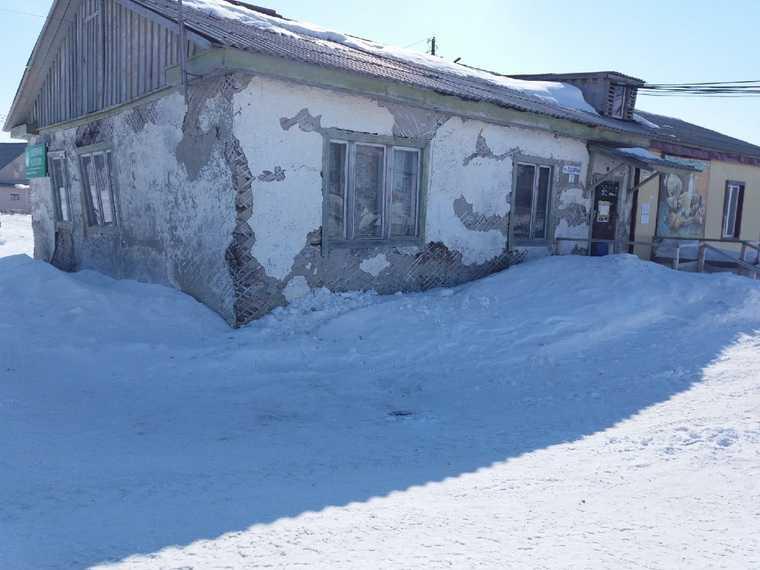 В ямальском селе разваливается здание «Почты России». Фото