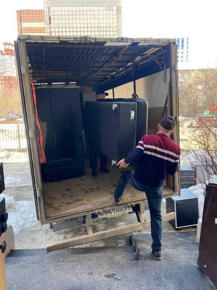 Источник: пермский депутат вывез мебель из офиса ЛДПР. Фото