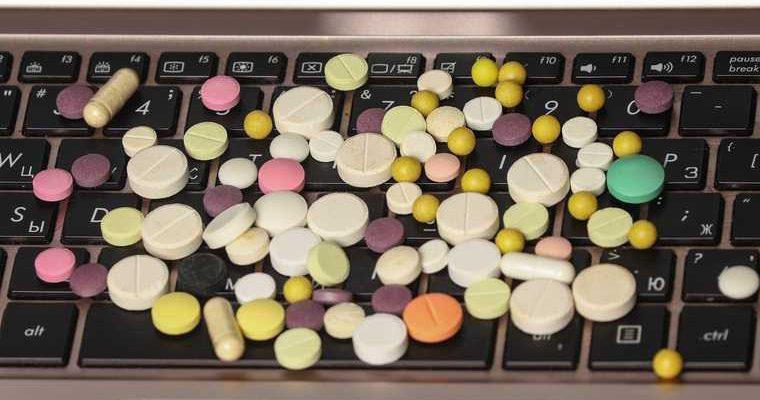 фармацевт лекарства-подделки