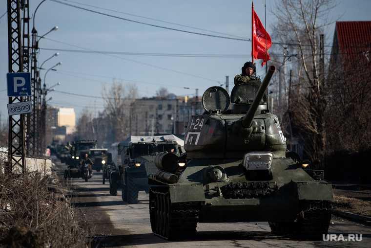 Первая тренировка механизированной колонны к параду Победы. Екатеринбург