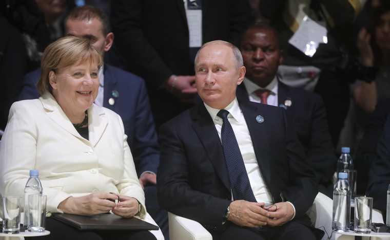 Путин напоил Саркози