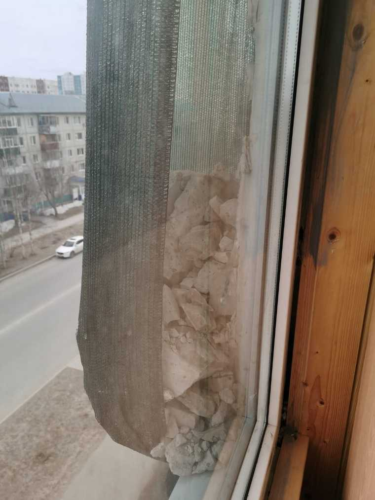В ХМАО жители годами смотрят на то, как разваливается их дом. Фото