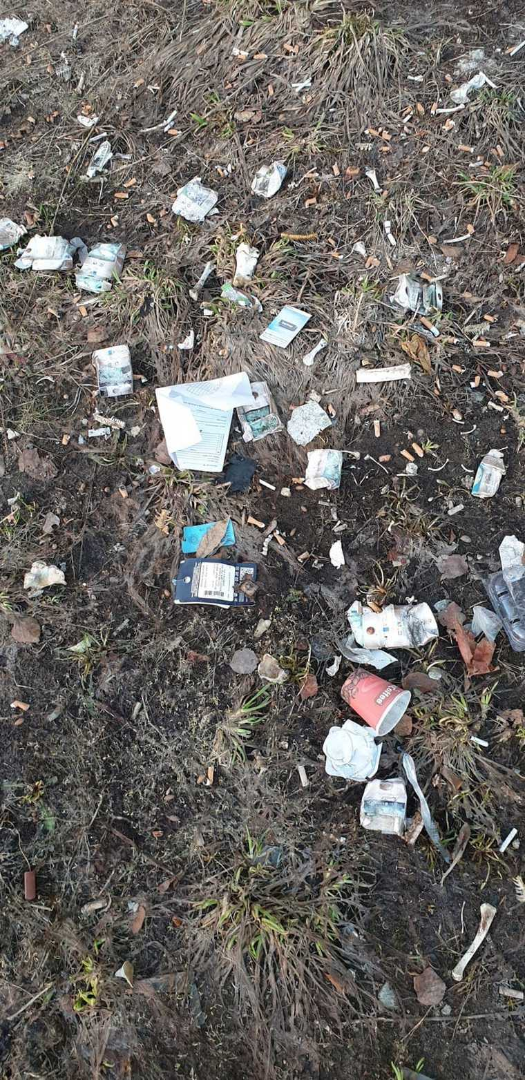 В соцсетях жалуются на фекалии и горы мусора во дворах ХМАО. Фото