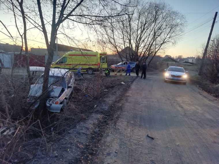 В Кургане подростки прокатились на машине и попали в больницу. Фото
