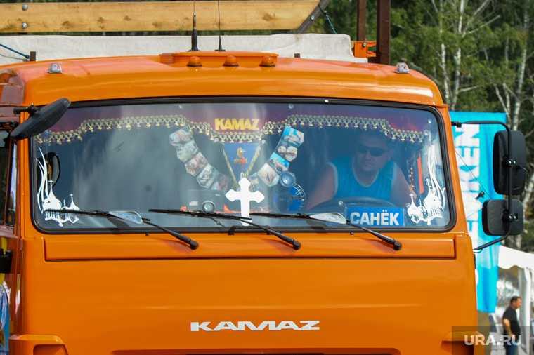 грузовик протаранил легковушки Первоуральск
