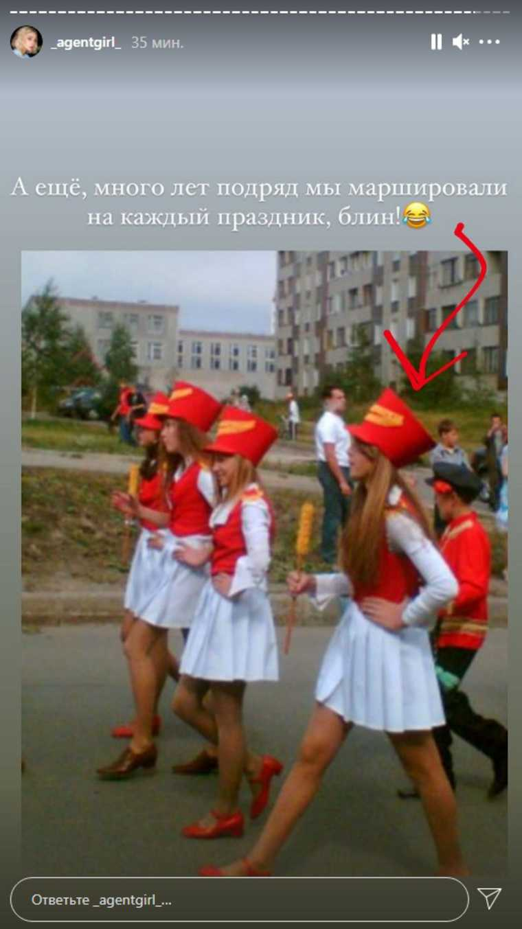 Ивлеева показала архивные фото с выступлений. На них она танцует с ветеранами и поет